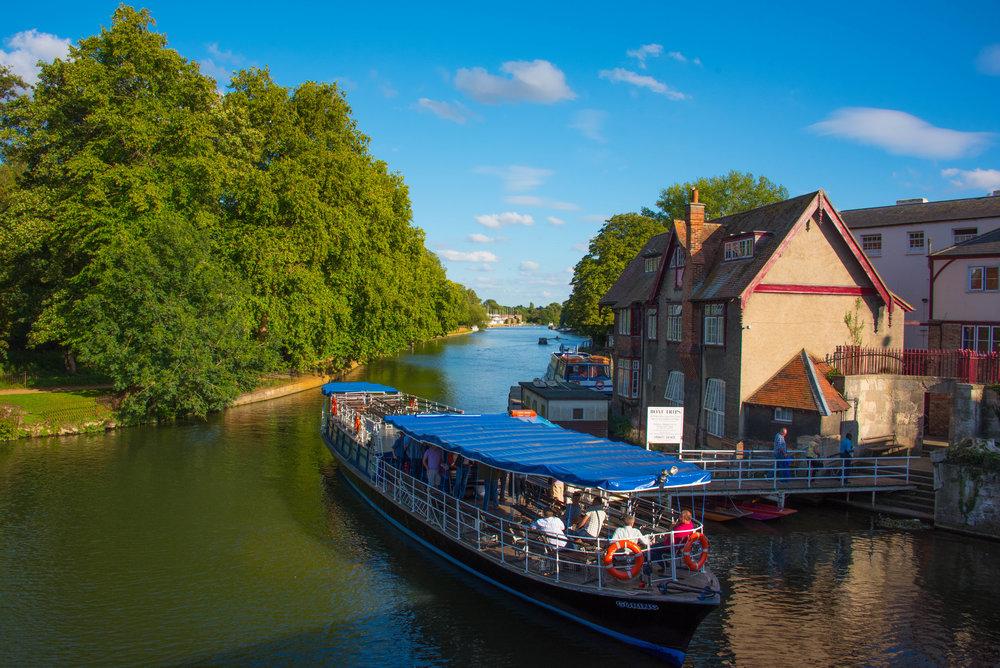 Kanalbåter på Themsen