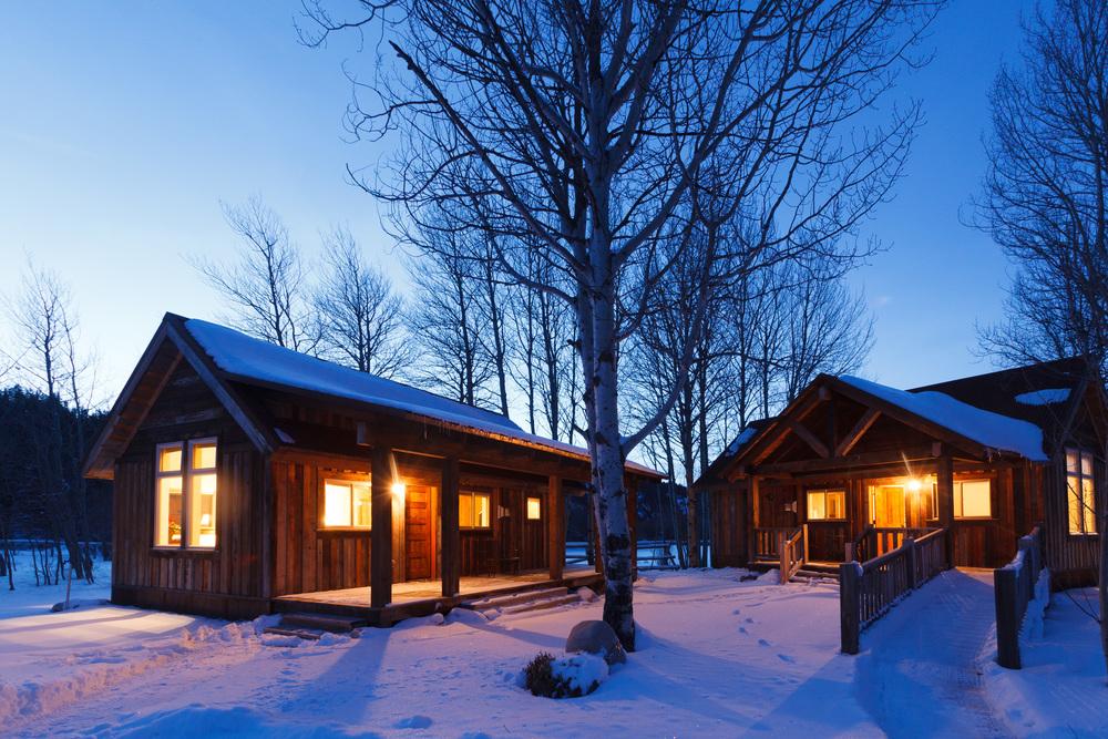 Moose-Creek-cabin-exterior-dusk_1314.jpg