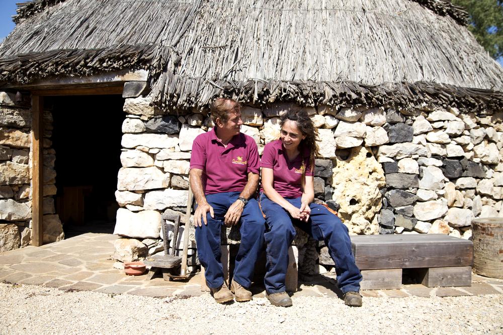 Nella Nurra di Olmedo, a 32 km da Porto Torres, l'azienda agricola biologica  Cumpanzos  produce zafferano.