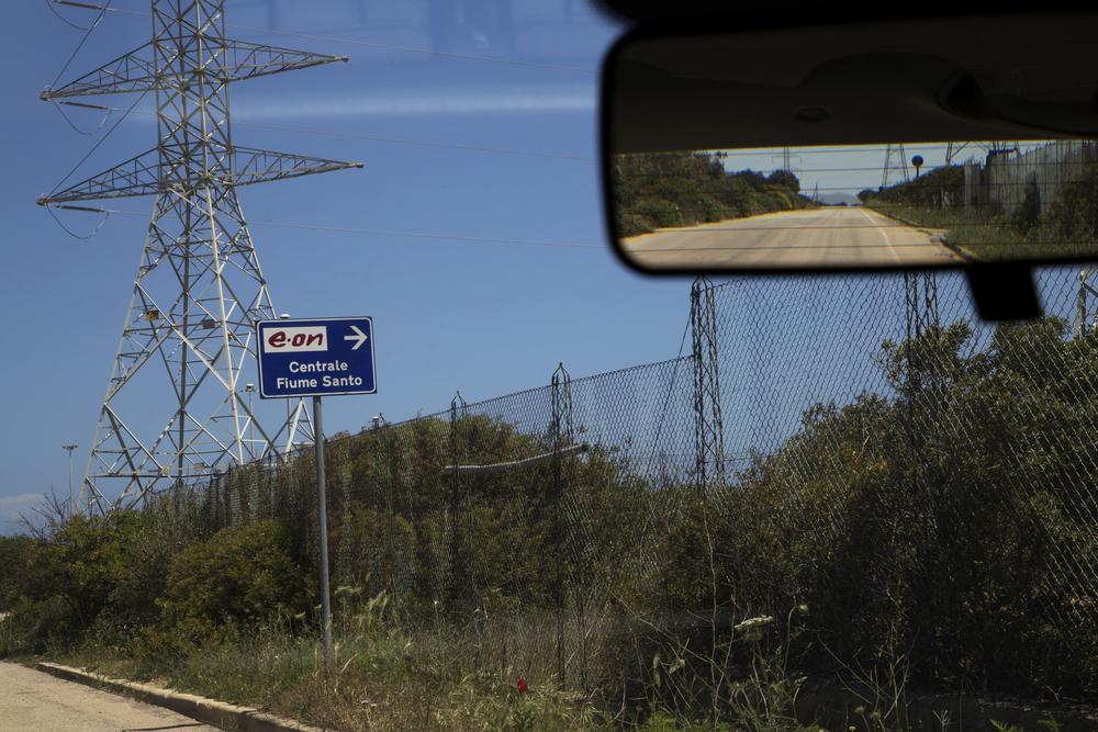 Porto Torres, 2014. Il 15 Aprile 2015 sono stati arrestati il direttore ed il vicedirettore della centrale di E.On di Fiumesanto con l'accusa di disastro ambientale colposo.