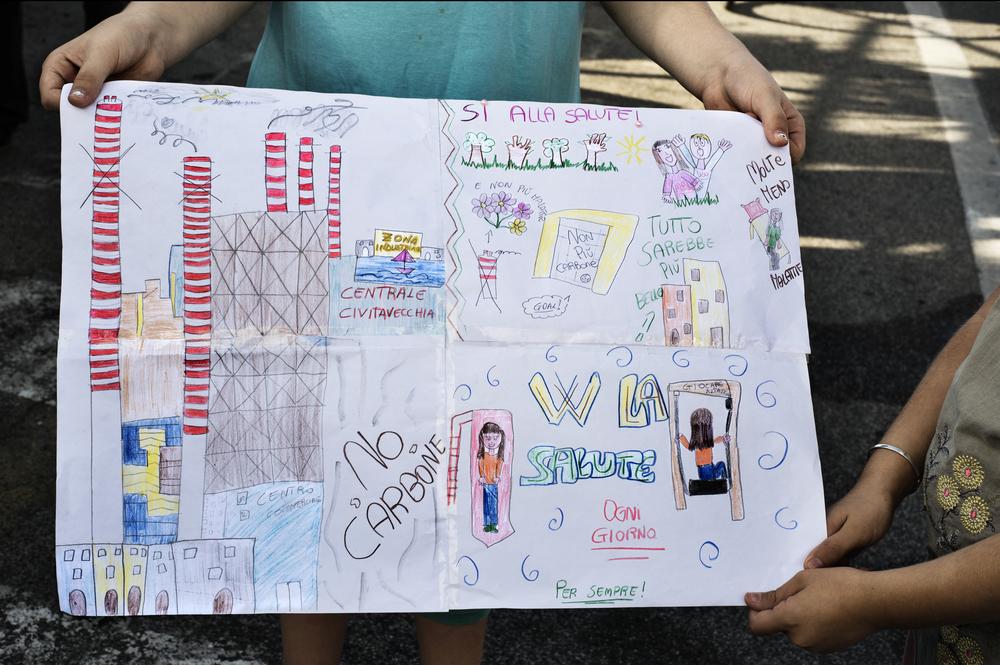 Durante l'anno scolastico vengono organizzate molte iniziative dedicate alla tematica ambientale. A Civitavecchia il 70% dei bambini soffre di asma, questo è un altro dato legato al forte inquinamento della zona. (Giulia Morelli)