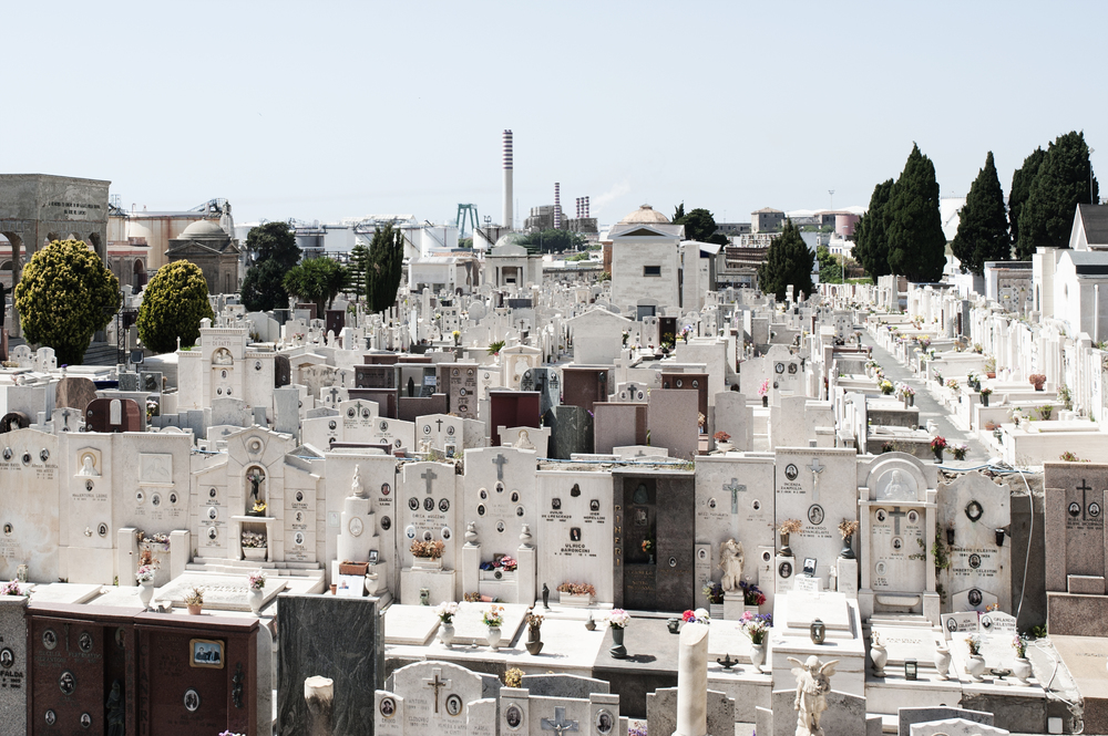 Edificato all'inizio del XIX secolo, il cimitero di monumentale Civitavecchia è uno dei primi esempi italiani di cimiteri fuori le mura, come specificato dall'Editto di Saint Cloud (1804). (Giulia Morelli)