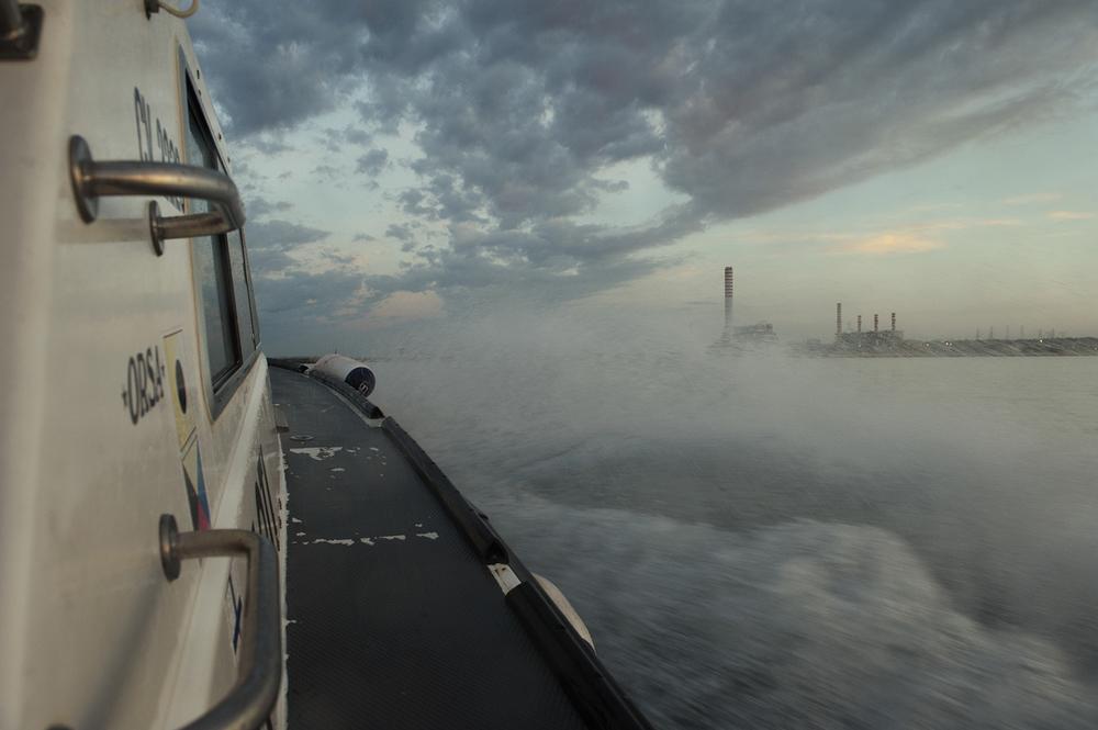 A bordo della pilotina diretta a largo per il servizio di pilotaggio delle navi nel porto di Civitavecchia, Settembre 2014. (Patrizia Pace)