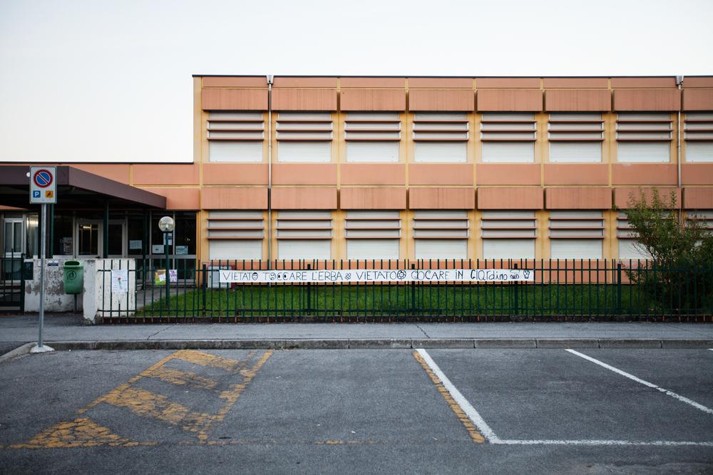 Alunni della Scuola Elementare Deledda di Brescia chiedono la bonifica delle aree contaminate da PCB.Il comitato genitori della Scuola Deledda si batte da anni per la salvaguardia della salute dei bambini. Brescia / Italia. Ottobre 2013