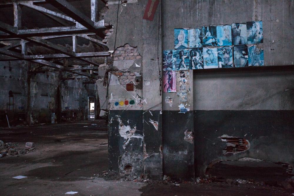 L'azienda Caffaro si trova all'interno di una zona industriale che comprende varie altre strutture abbandonate in seguito al fallimento ed alla chiusura delle fabbriche.Brescia / Italia. Ottobre 2013