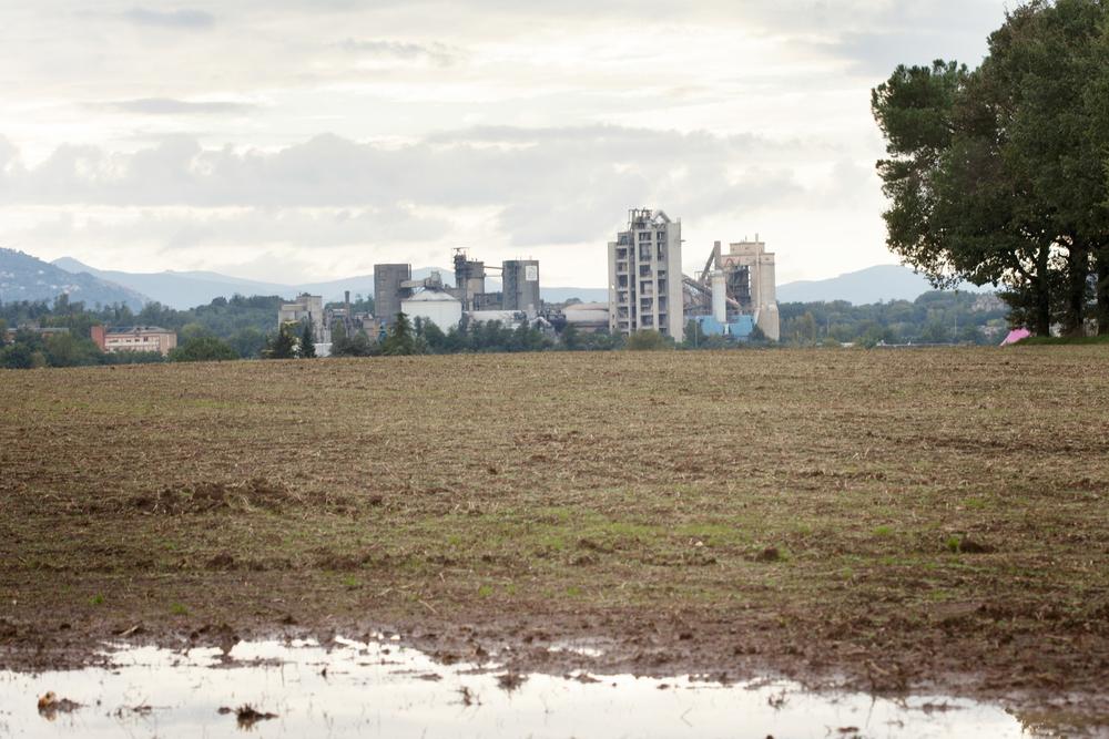 Molti sono i terreni utilizzati come discariche abusive di materiali altamente tossici che hanno inquinato le falde acquifere superficiali.Colleferro, novembre 2013