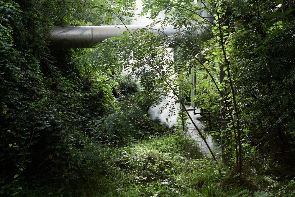 Vapore acqueo fuoriesce da tubature della fabbrica BPD. A causa del mancato filtraggio delle acque chiare provenienti dallo stabilimento ormai chiuso, il fiume è stato inquinato fino al 2008.Colleferro, novembre 2013