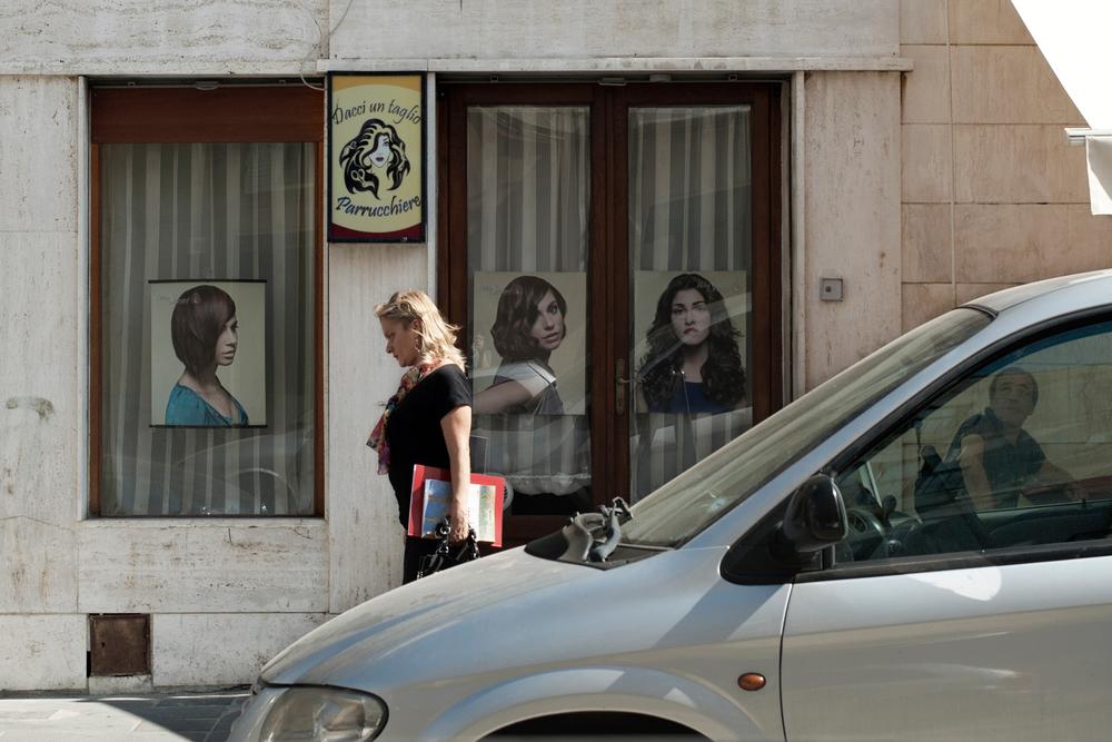 Italia. Crotone 2013: Il Comune di Crotone conta circa 60.500 abitanti; durante l'attività delle fabbriche era un dei poli economici più importanti della regione, ora ha uno dei redditi pro capite più bassi della penisola e la disoccupazione giovanile è al 53,8 per cento.