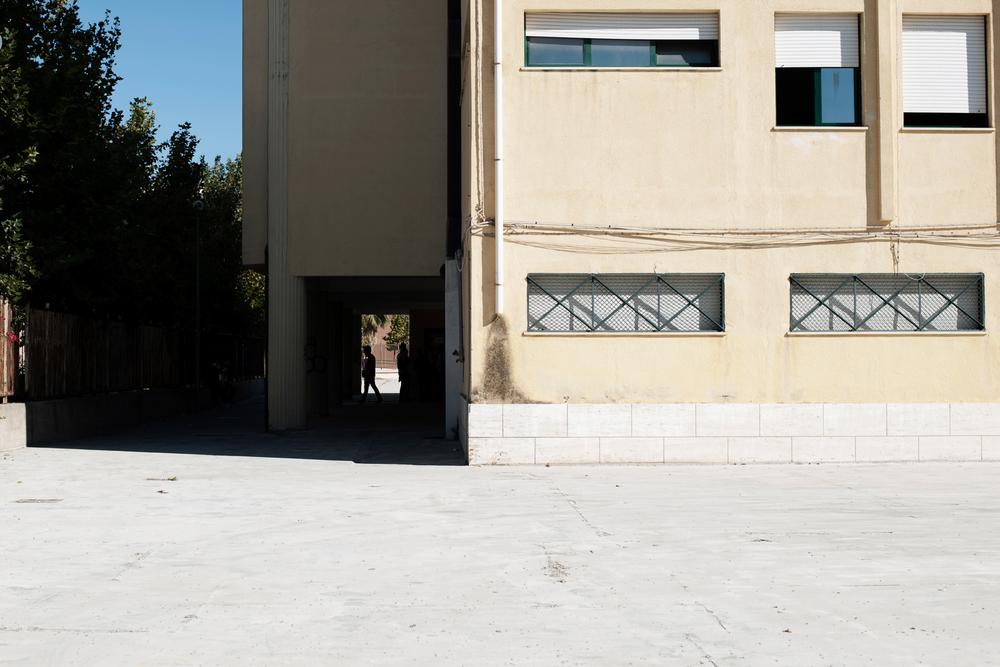 Italia. Crotone 2013: L'istituto tecnico commerciale Lucifero. il piazzale fa parte dei siti sequestrati ma ad oggi è utilizzato senza alcuna restrizione.