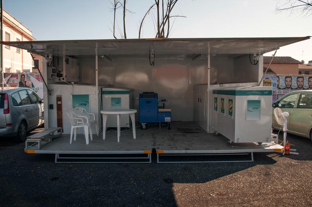 Isola ecologica mobile al servizio dei cittadini.