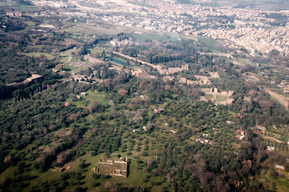 Villa Adriana, patrimonio del' UNESCO, a 700 metri dal sito di Corcolle.