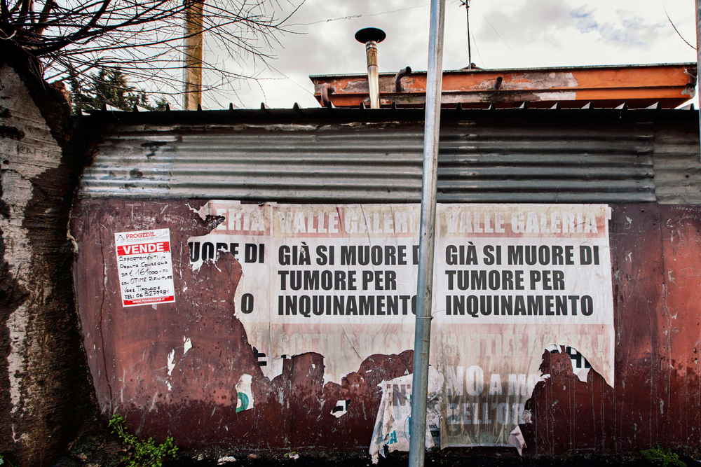 Manifesti di protesta dei cittadini della Valle Galeria.
