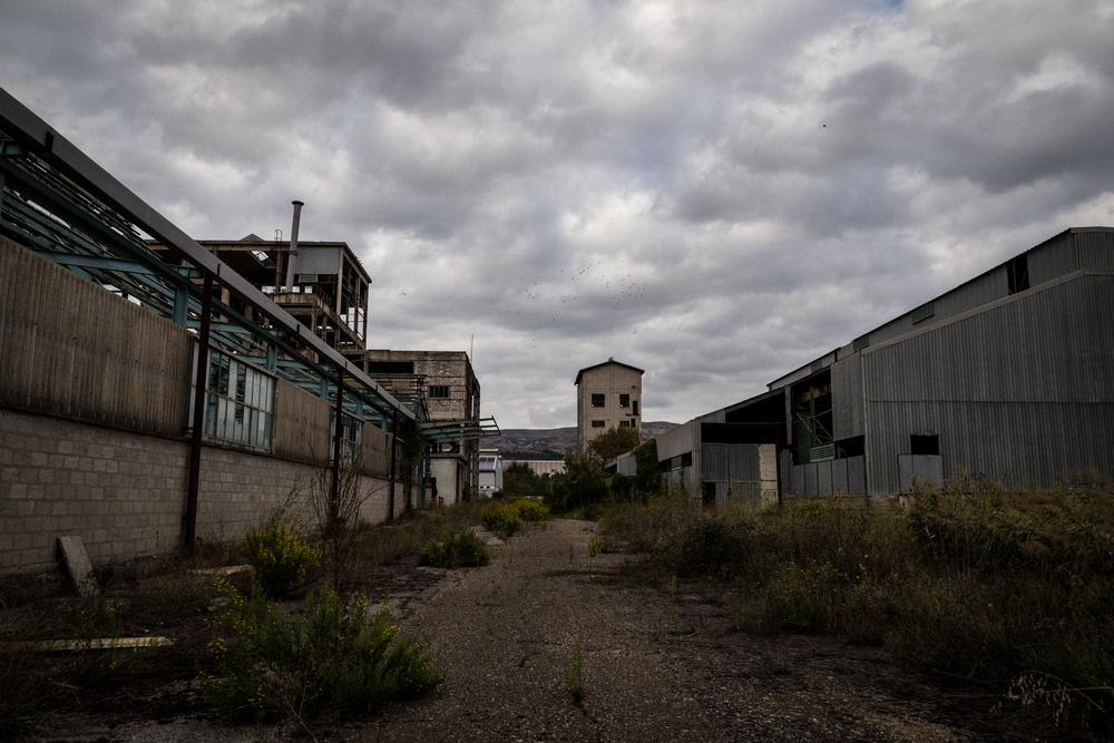 Nell'area fosfogessi, interna allo stabilimento, oltre agli scarti derivanti dalla produzione industriale, sono state depositate migliaia di tonnellate di rifiuti di origine industriale. Tito (Area Ex Liquichimica), Settembre 2015