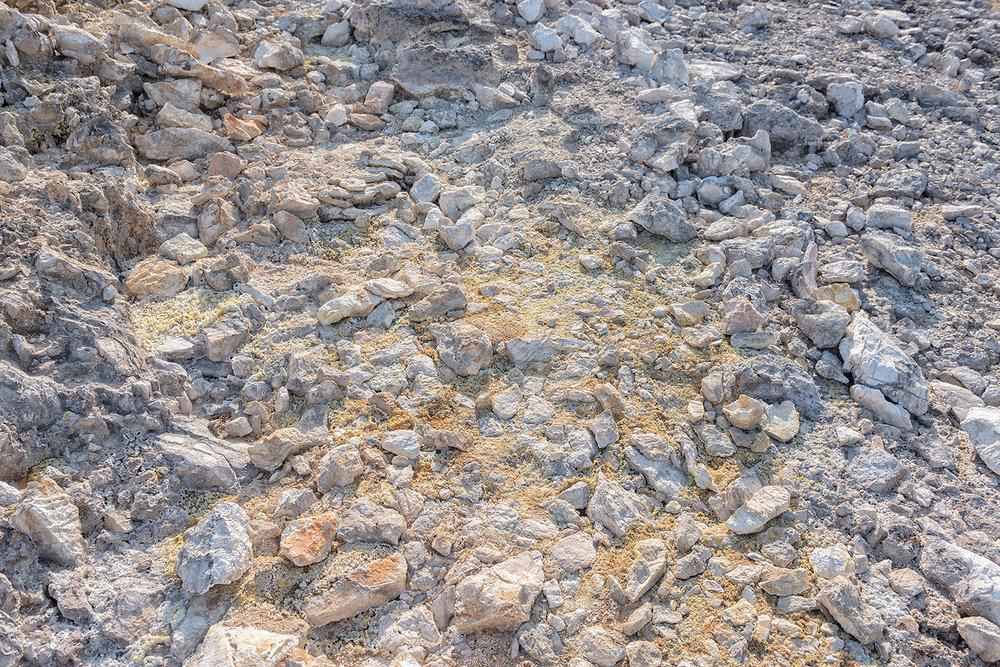 ITALIA, 2017, Monterotondo marittimo (GR). Tracce di zolfo e altri elementi chimici che emergono naturalmente dal sottosuolo nel parco naturalistico geotermico delle Biancane. © LUCA CERABONA