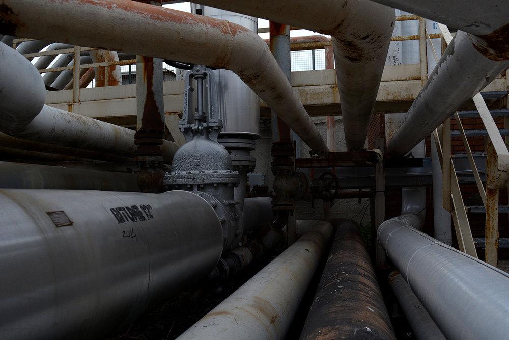 San Giovanni a Teduccio (Napoli), 2017. Oleoedotto che collega il porto industriale ai vari depositi trasportando ettolitri di gas e carburante ogni giorno.© Alice Tinozzi