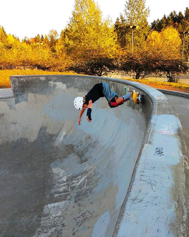 My big, dropping into a 9' footer with recovering broken wrist. Newly 13 and crushing dreams!!!! #proudmama #skateordie #dropin #bigbowl #shredding #lovethiskid #concreateplayground #skatemom #gabes #swpdx #golairdgo #shootsbrah #mrspdx #concretesurfing
