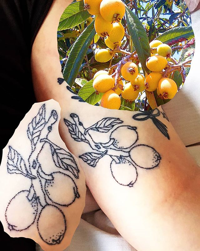 im really excited about these handpoked nísperos for @adiozmundocruel last week. a belated bday gift for a giggly and fiery gay boy sagattarius. they're fruits that grew in Hann's elementary schoolyard in Chile.  thank u for coming by and cleaning NYE's glitter off my face so it wouldnt clog my pores- a true venus in libra.