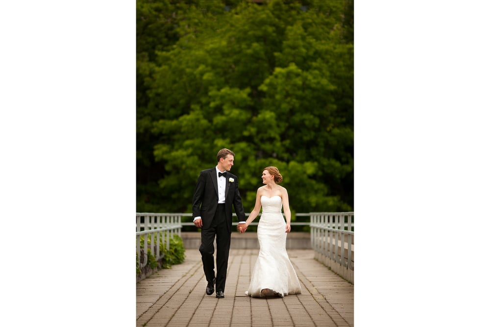 bride and groom photograph at national gallery of canada