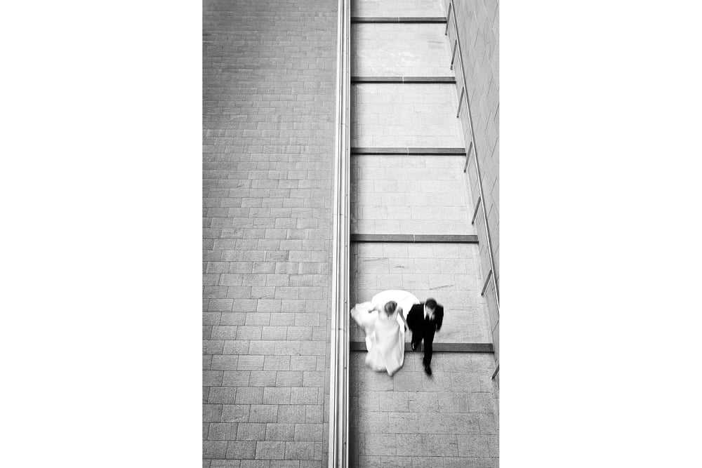 bride groom walking hand in hand at national gallery