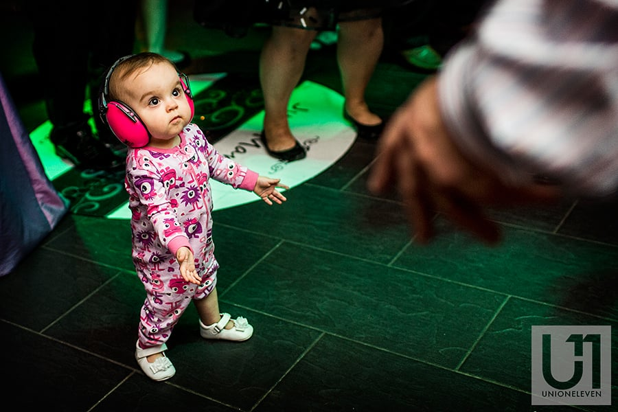 lago-ottawa-baby-dancing-with-headphones