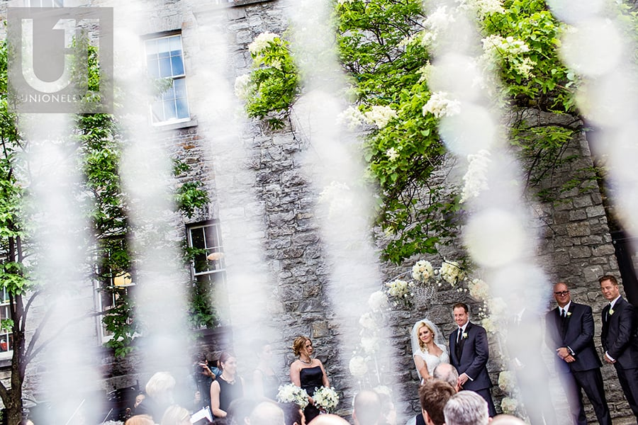 outdoor-wedding-ceremony-social-restaurant-courtyard-wedding-ottawa