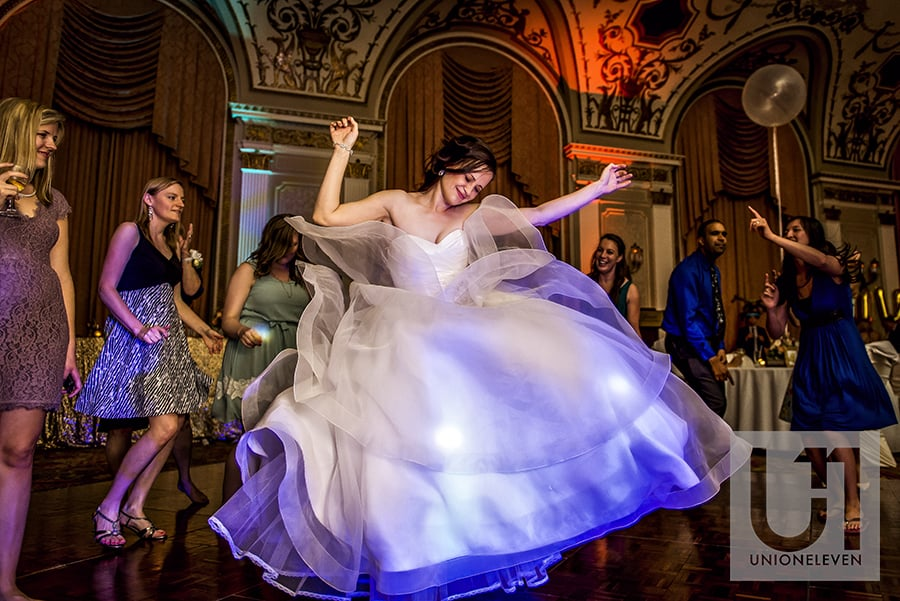 bride-dancing-ballroom-fairmont-chateau-laurier-19