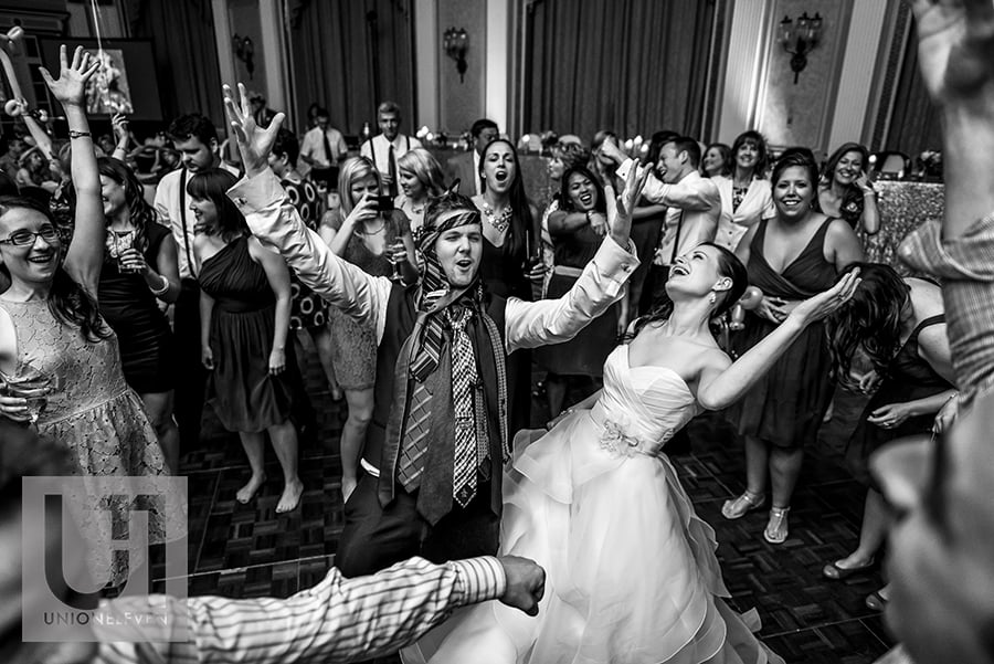 bride-groom-dance-floor-ballroom-fairmont-chateau-laurier-17