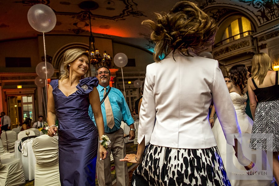 brides-mom-dancing-ballroom-fairmont-chateau-laurier-18