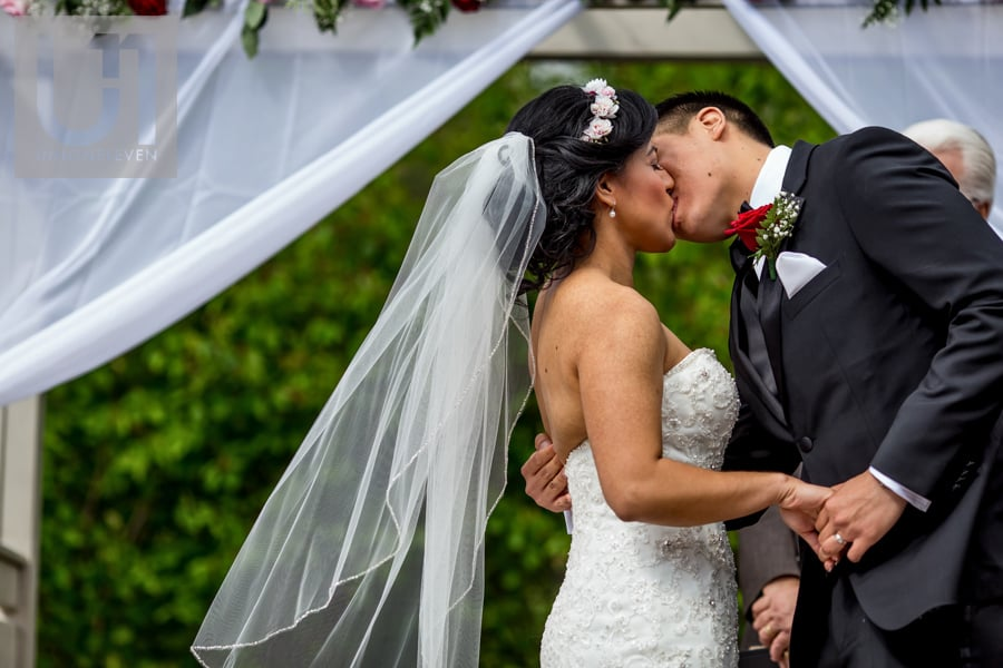 bride and groom first kiss at Strathmere in Ottawa