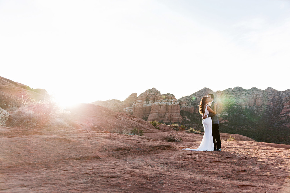 outdoor sunset photograph or bride and groom in sedona arizona