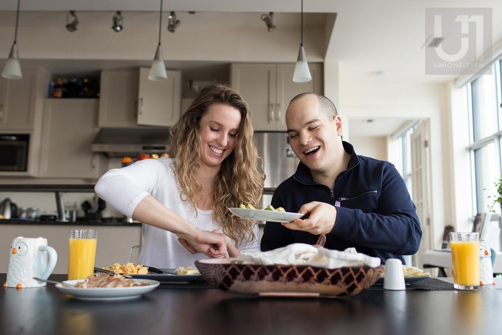 couple-eating-breakfast-ottawa