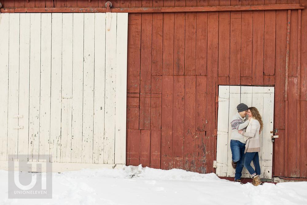 couple-smiling-barn-door-ottawa
