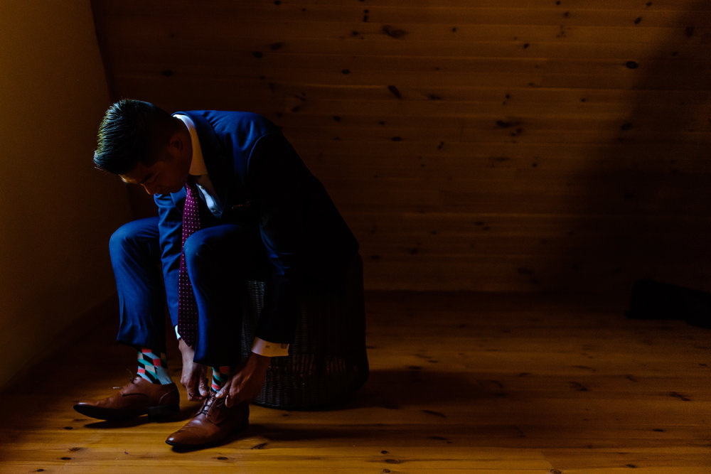 groom-tieing-his-shoe-before-a-le-belvedere-wedding-in-wakefield-quebec.jpg