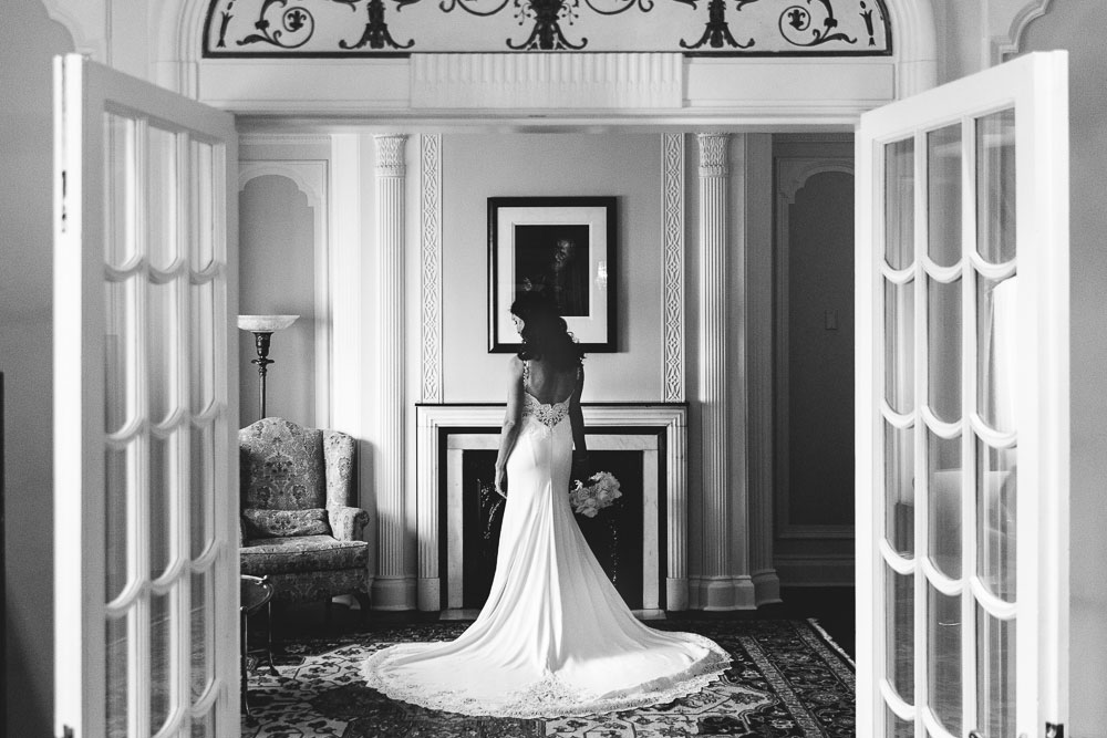beautiful elegant photograph of a bride at le chateau laurier