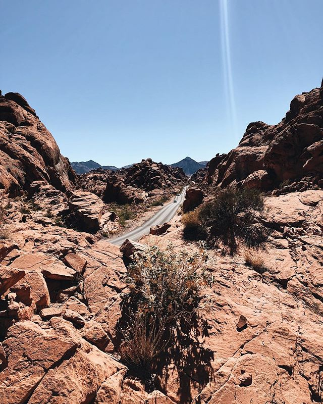 Day 1: We visited Valley of Fire State Park in Nevada on our way to Utah to see Zion National Park. The park gets its name from the red sandstone which formed from shifting sand almost 150 million years ago. #oneyoungtraveler #oytnationalparktour #ohwehikehike
