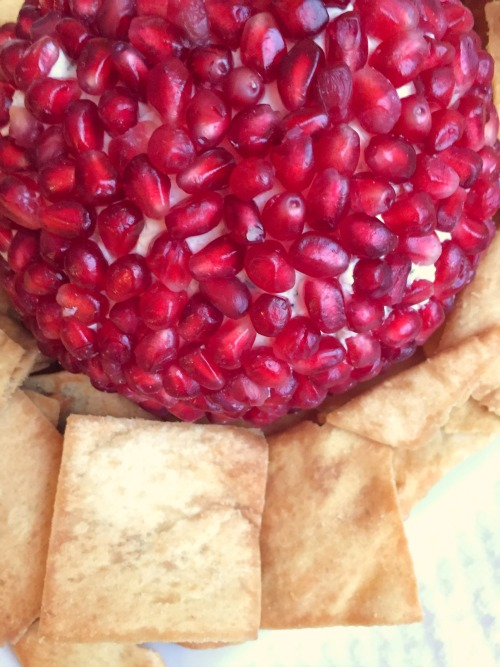 pomegranate cheeseball2.jpg