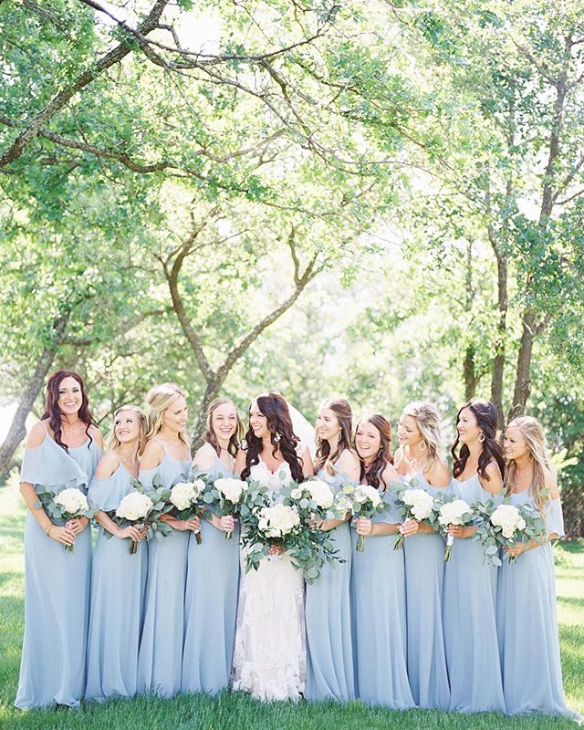 Let's talk about bridesmaid goals! So much pretty all in one photo!