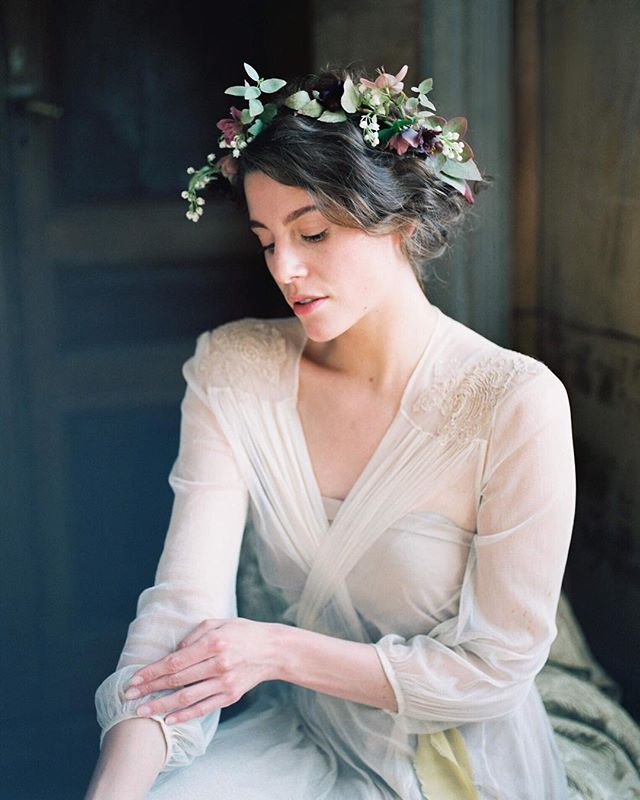 Never had the chance to share all my work from @sylviegilworkshops this past spring. This French Renaissance inspired bridal boudoir was out of the ordinary! It truly felt like a real life painting. See more of this editorial featured on @bajanwed✨  #vancouverphotographer #engagementphotographer #vancouverweddingphotographer #yvrweddingphotographer #weddingphotographer #photobugcommunity #fineart #fineartphotography #weddingideas #weddinginspiration #weddingdetails #bridal  #bridalboudoir #bridalinspiration #bridaleditorial #ishootfilm #fuji400h #film #love