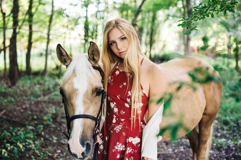 annapolis-maryland-senior-portrait-session-photographer-boho-horse-inspo-emma-jean-photography-9-photo.jpg