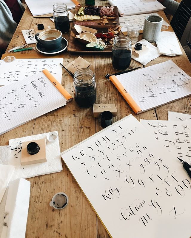 it's all about having fun and less about how well you're doing. love the opportunity to teach these smaller more private calligraphy classes. . . . . . . #moderncalligraphy #calligraphy #calligraphyclass #ink #coffeeshop