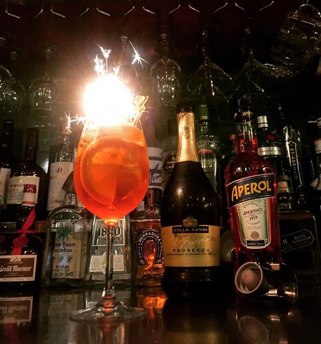It's $8 Spritzes all night tonight at Eathouse!! 🍹 AND happy hour until 7pm!! Come on down and get your weekend started early @eathouse #eathousediner #redfernbars #redfernlocal #redfernfood #sydneydrinks #sydneyhappyhour #aperolspritz #spritzspecial #spritzoclock