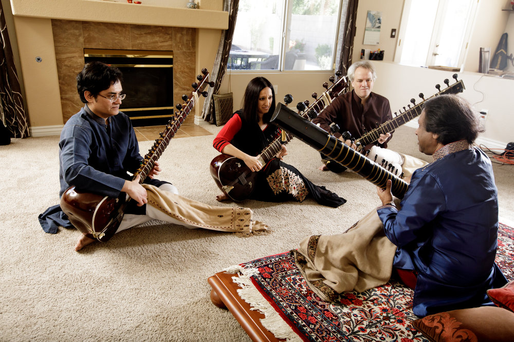 Ustad Shahid Parvez Khan in a lesson with his shagirds - SPK students