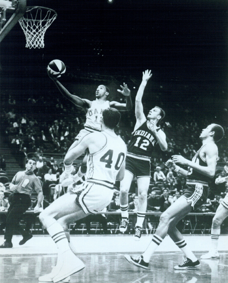 Pacers 68-69 Road Bob Hooper.jpg