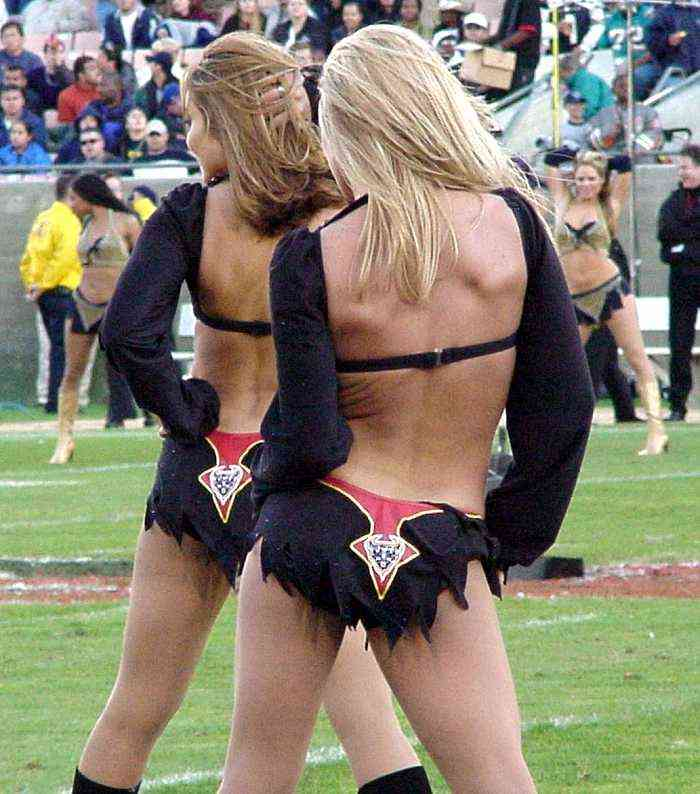 cheerleaders-3.jpg