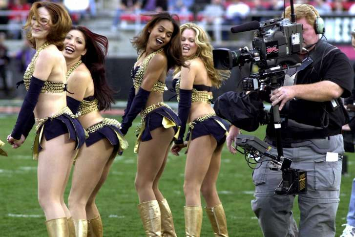 XFl_Returns_Football_13646-727x485.jpg