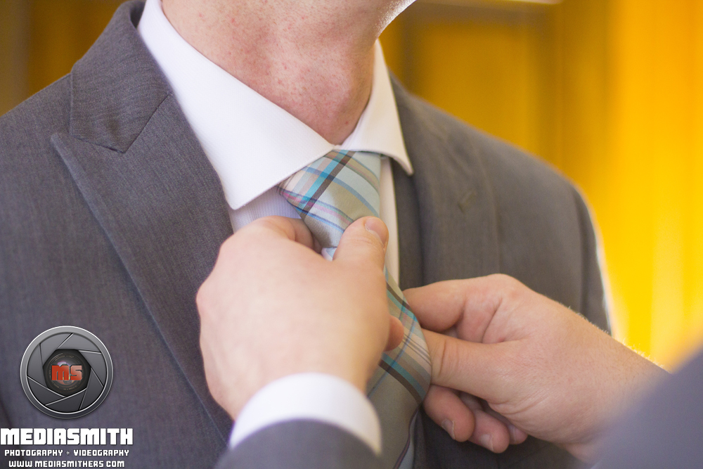 Tucson_AZ_Wedding_Tying_Tie_5