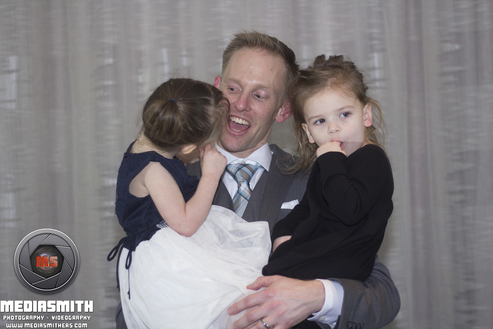 Tucson_AZ_Wedding_Smiling_at_Kids_2