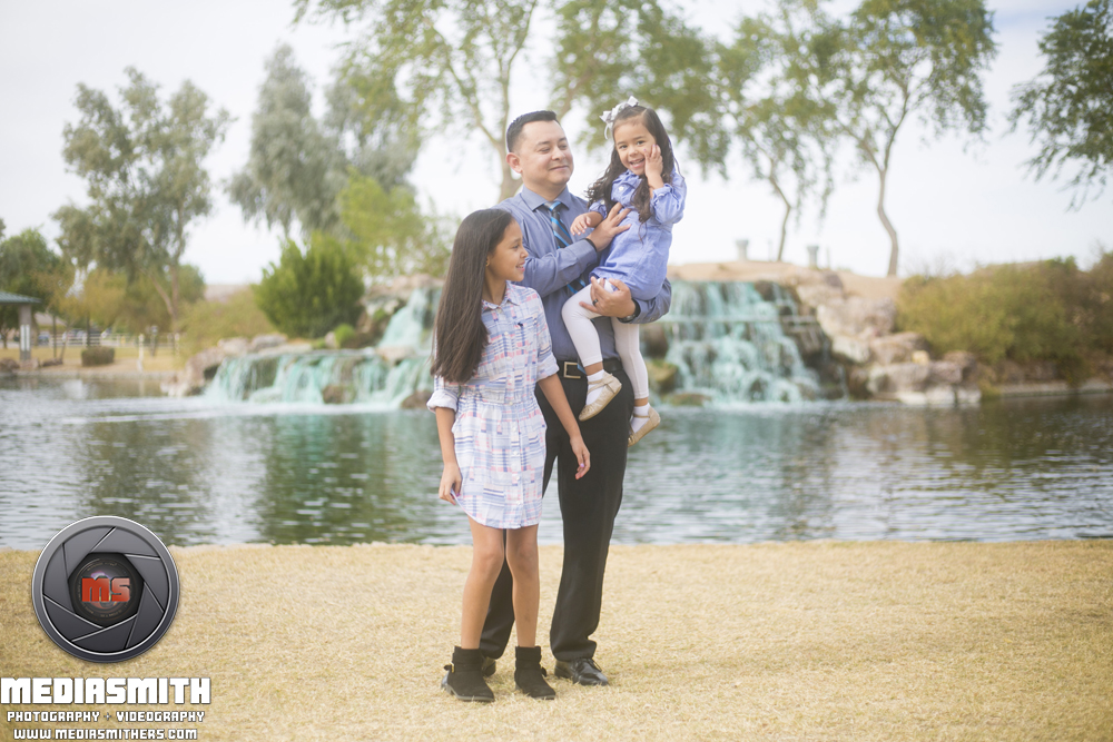 Family_Portrait_Goodyear_AZ_Moralopez_Dad_with_kids