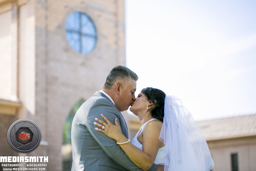 Wedding_Photography_Phoenix_AZ_Wife_Husband_Kissing