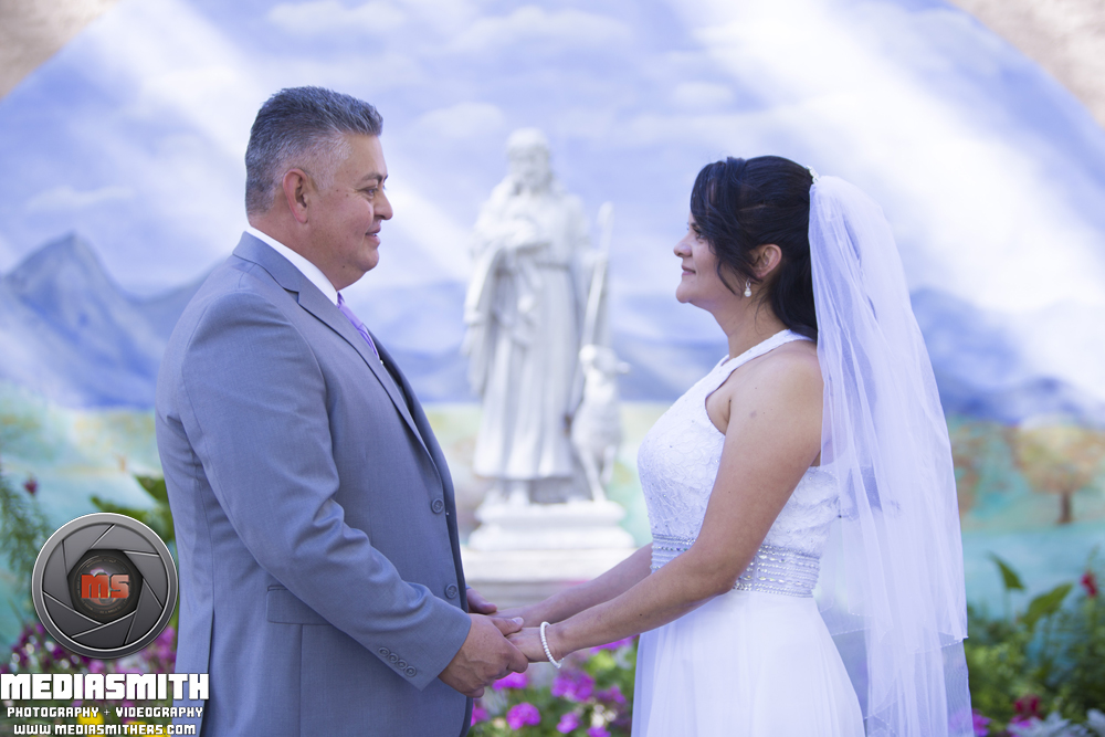 Wedding_Photography_Phoenix_AZ_Wife_Husband_Hold_Hands